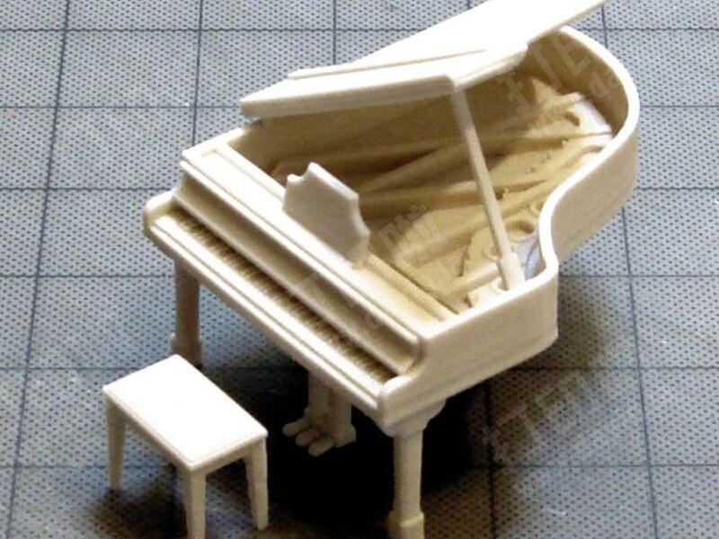 三角钢琴和凳子图片